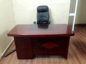 Thanh lý bàn giám đốc sơn PU 1m4 hộc liền